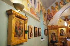 Киот к иконе Святой Троицы в интерьере храма Св.Николая в Оксфорде
